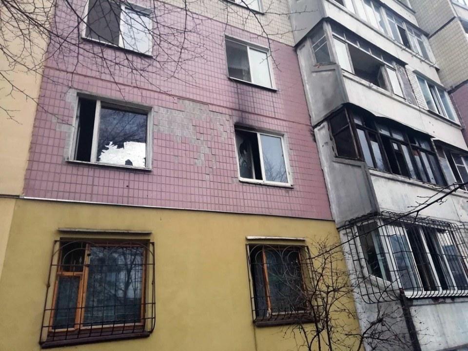 Пожар возник на втором этаже девятиэтажного дома