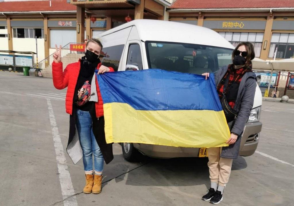 Украинцы в китайском аэропорту Уханя перед эвакуацией
