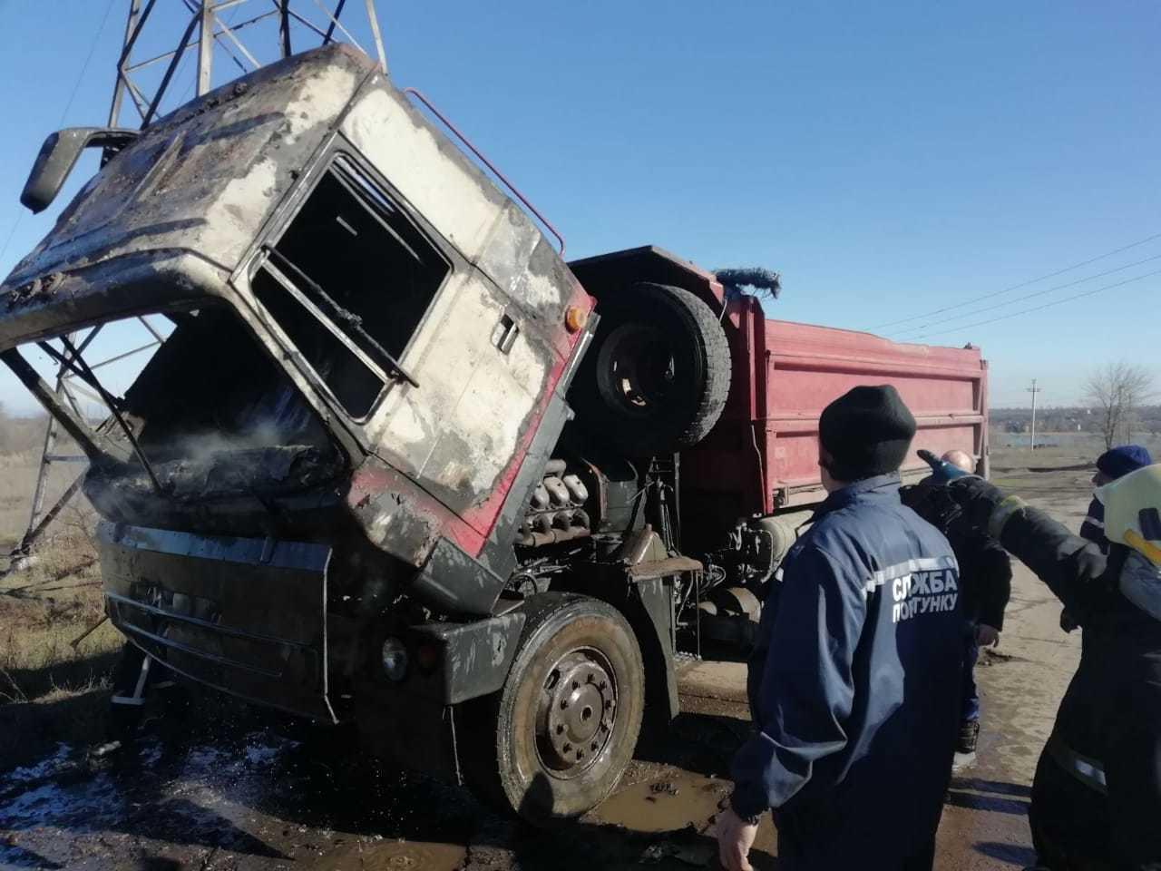 Под Кривым Рогом на ходу загорелся грузовик (ФОТО)