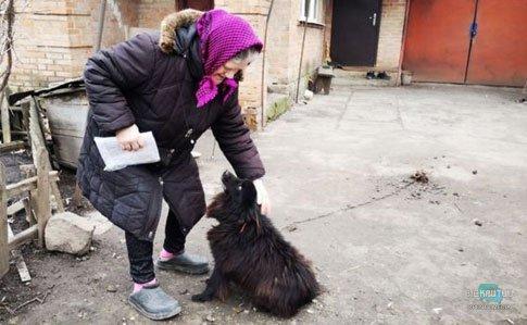 Собака, газ и пенсионерка: стало известно, сколько реально платит бабушка за коммуналку