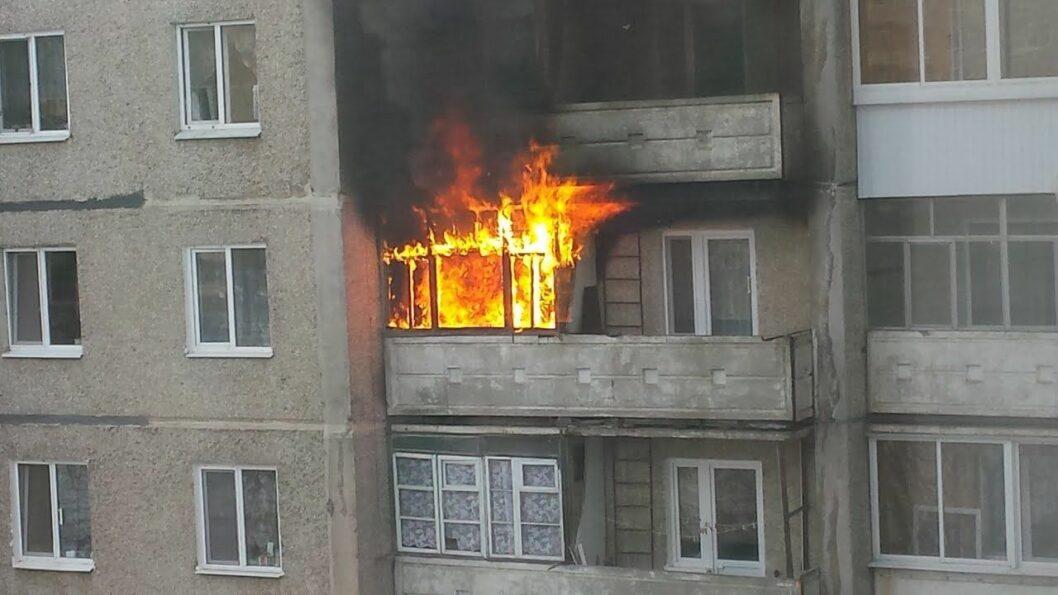 Горела квартира в Днепре: спасатели боролись за жизнь 10 человек (ФОТО)