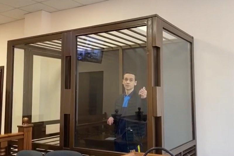 """""""Прокурора мне"""": мужчина угрожал подорвать себя в суде, если не выполнят его требования (ВИДЕО)"""