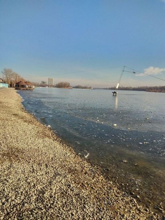 Камушки с набережной в речке Днепр