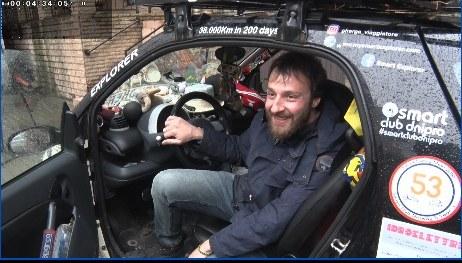 BІДЕО: Мандрівник з Італії на власному авто об`їхав півсвіту та завітав до Дніпра