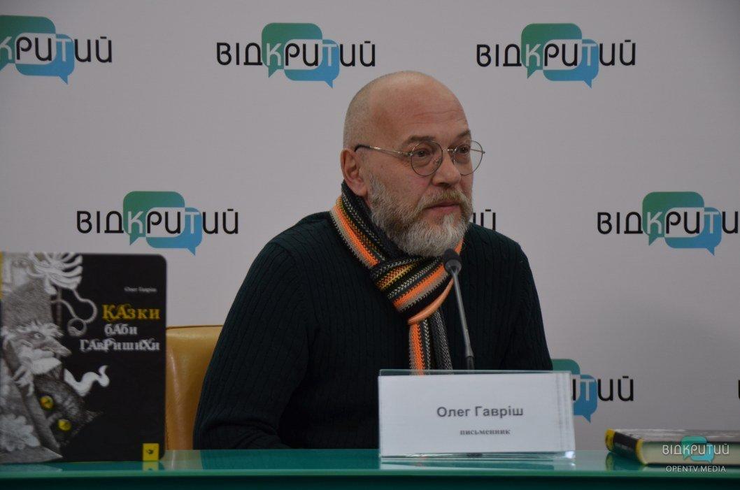 Юрист по профессии Олег Гавриш писал свою книгу с 2014 по 2017 год.