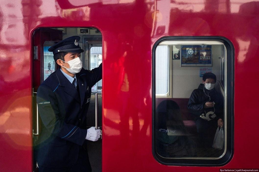Маршрутчики Днепра могут ездить в защитных масках из-за эпидемии гриппа