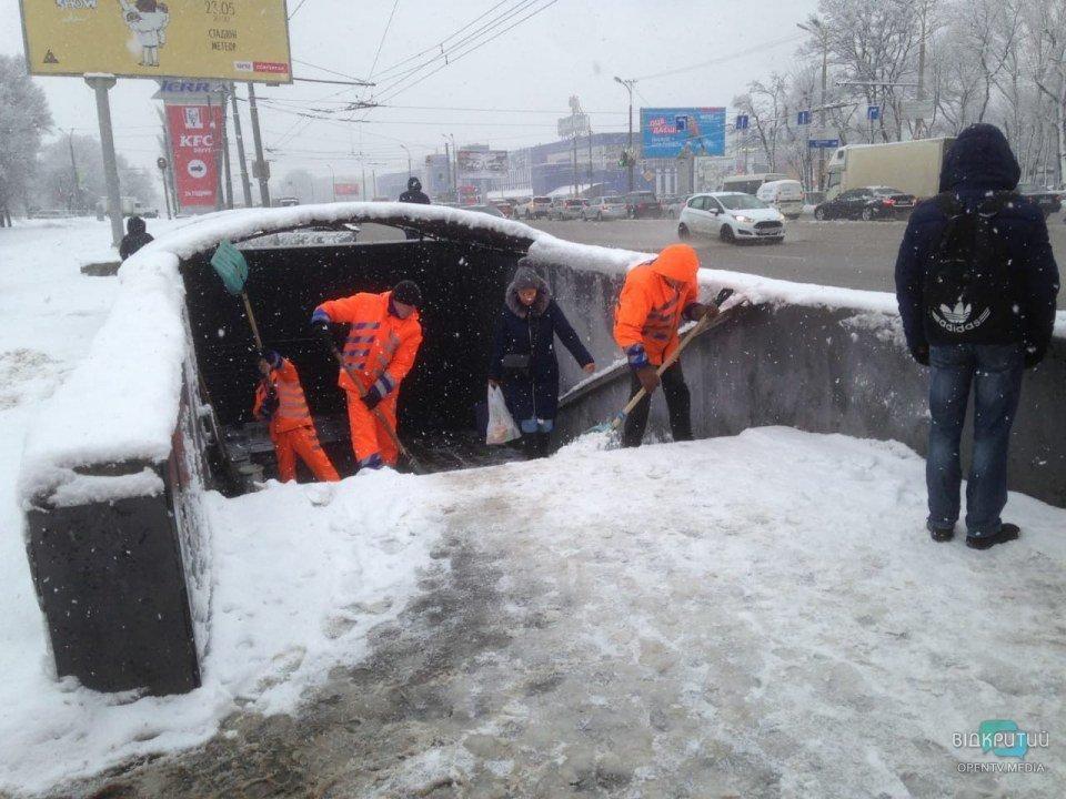 Непогода в Днепре: коммунальные службы работают над ликвидацией последствий