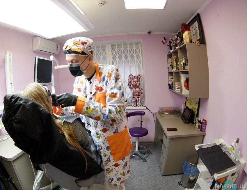 Лечит топ-моделей и комиков: в Днепре работает звездный стоматолог Доктор ROBODENT (ИНТЕРВЬЮ)