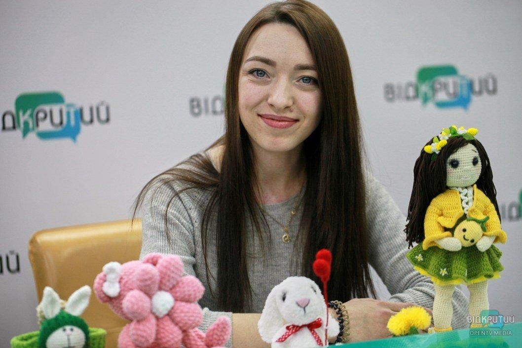 Вязаные зубы и зайцы в шапках: днепровская рукодельница создает необычные игрушки (ФОТО, ИНТЕРВЬЮ)