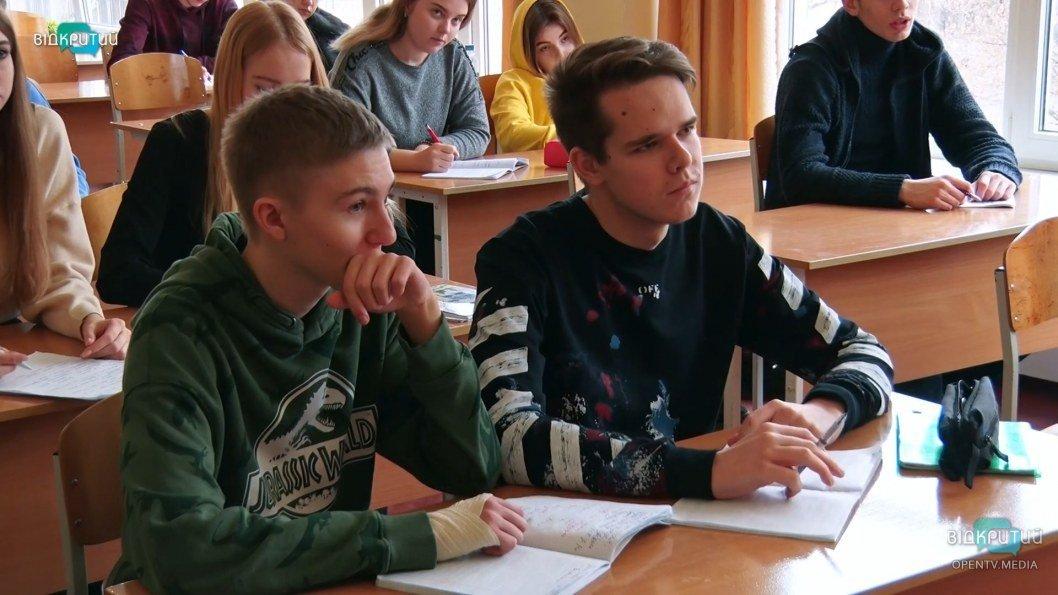 ВІДЕО: Школярі Дніпра розповіли, як готуються до ЗНО