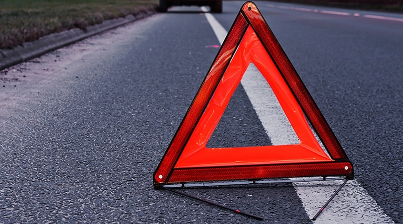 "Под Днепром ""рено"" сорвался с моста: пассажирку не удалось спасти"