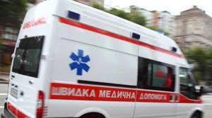 Под Днепром пьяная женщина вызвала скорую и избила 24-летнюю фельдшера