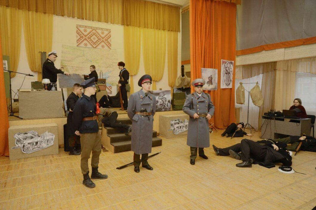 Почтили подвиг: днепровские лицеисты провели урок в честь Героев Крут
