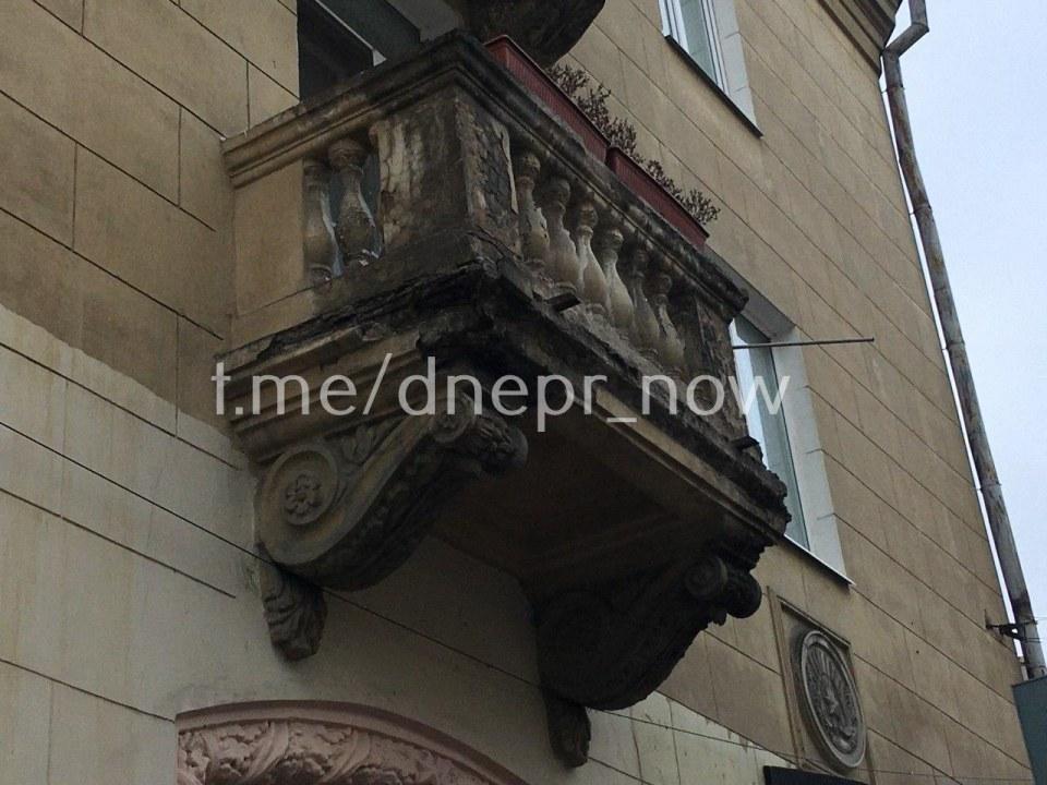 Хозяевам балконов видимо все равно