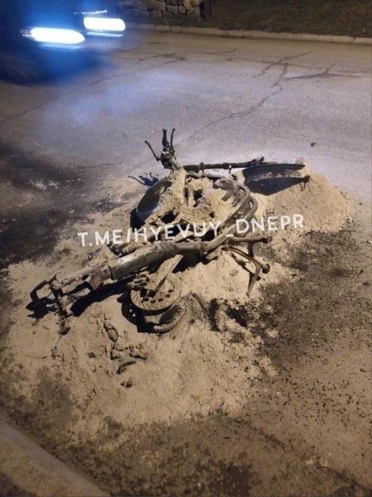 Вместо мотоцикла остался кусок металла и пепла