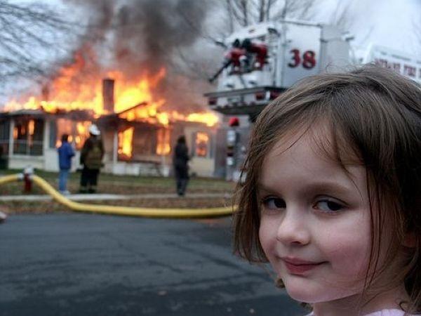 Маленькие исследователи: в Днепре дети решили пошалить и подожгли кухню