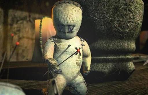 """В Днепре в одном из дворов висит """"кукла вуду"""" и пугает местных жителей"""