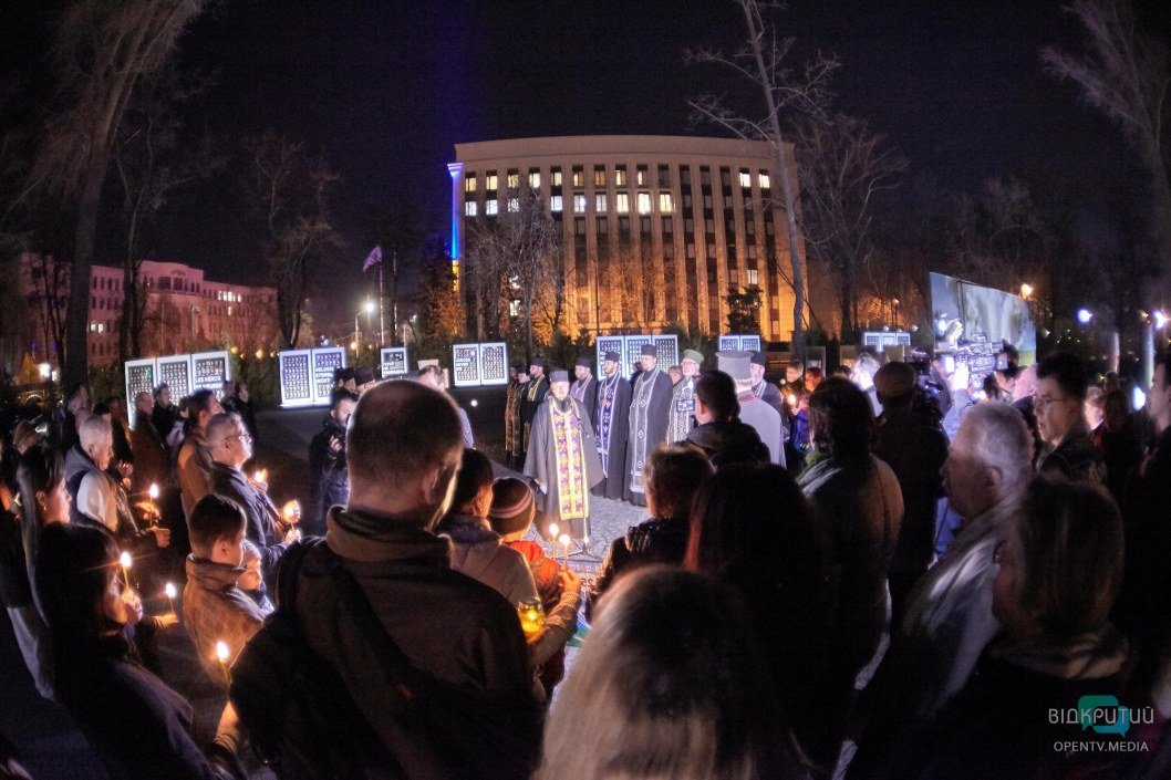 """""""Война не закончилась"""": в Днепре более 100 человек почтили память погибших бойцов АТО/ООС"""