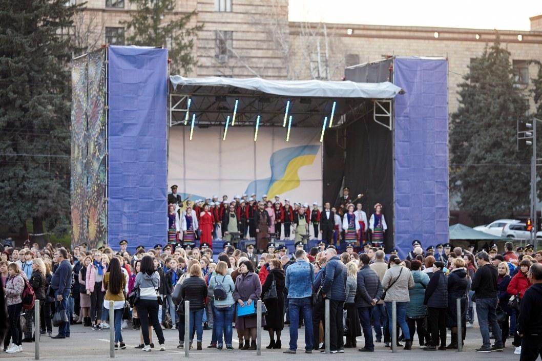 В Днепре на площади Героев Майдана отметили День Гимна Украины (ФОТО)