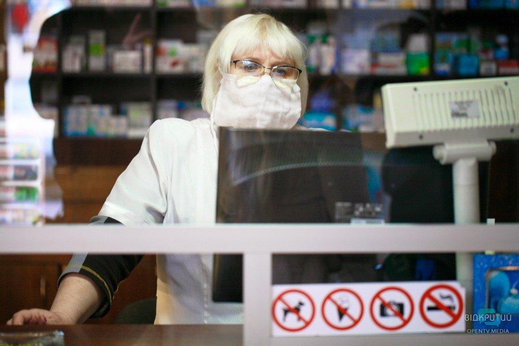 Официально: в Днепре закрывают все заведения, кроме больниц, аптек, продуктовых и АЗС