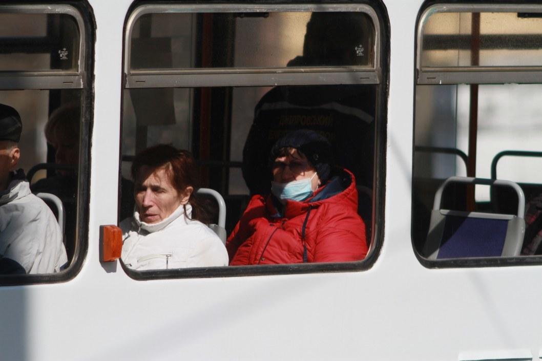 Как в Днепре ходит общественный транспорт на карантине (ФОТО)