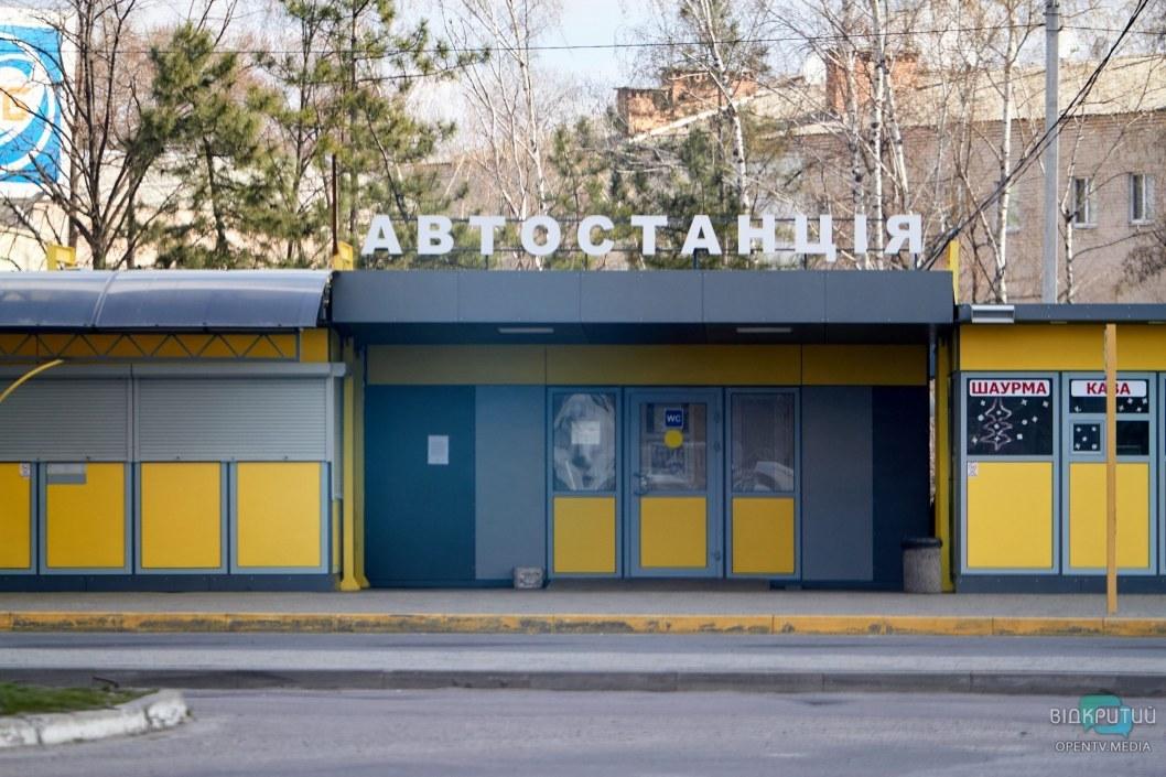 Остается наслаждаться красотой пустых вокзалов и улиц, ведь в этом есть что-то завораживающее.