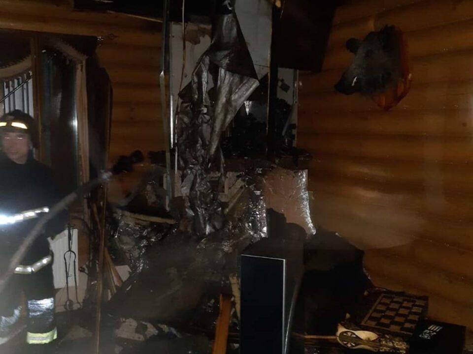 Под Днепром сгорел двухэтажный жилой дом