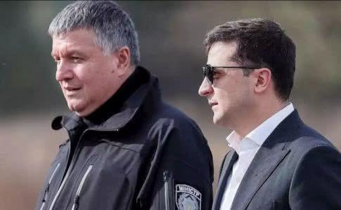 """На закрытом заседании """"Слуг народа"""" Зеленский назвал Авакова """"самым эффективным министром"""""""