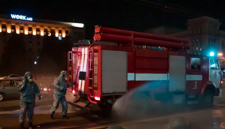В Днепре спасатели обрабатывали улицы дезинфицирующим раствором