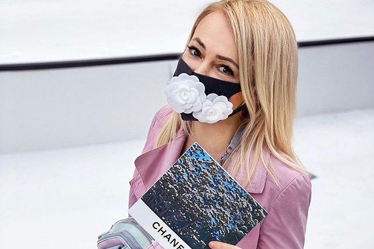 """Крутятся, как могут: в Днепре продают """"модные"""" маски ручной работы (ФОТО)"""