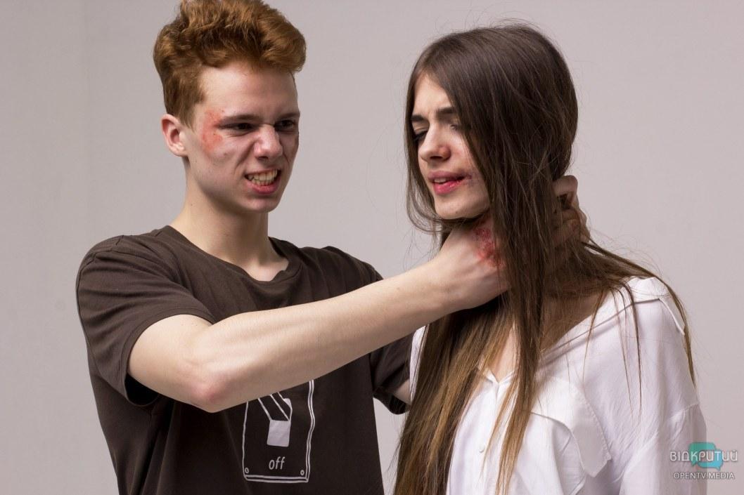 Типичный сюжет из жизни семьи, где молчат о домашнем насилии.