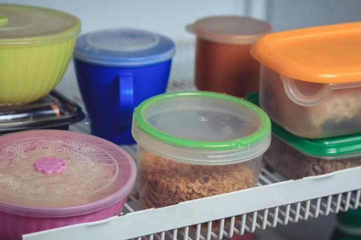 Днепр и коронавирус: одиноким пенсионерам привозят бесплатные пищевые наборы