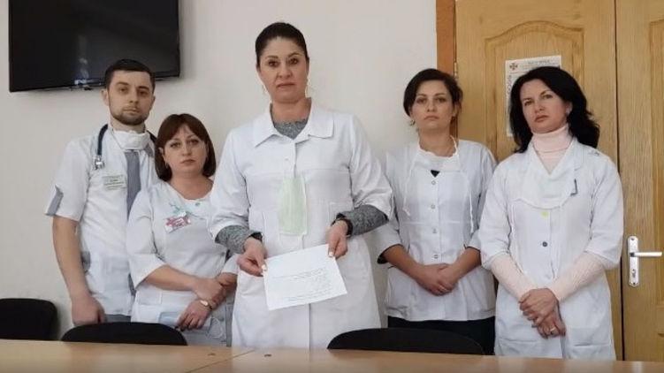 У врачей нет даже масок: клиники на гране паралича перед эпидемией коронавируса