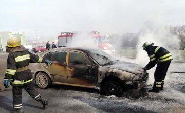 Под Днепром горела машина на шиномонтаже: есть пострадавшие