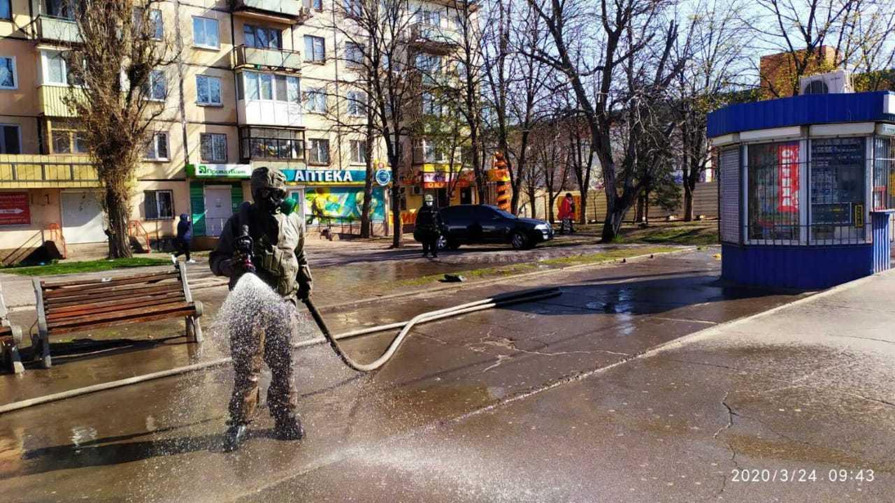 Как на Днепропетровщине обрабатывают улицы и остановки из-за коронавируса (ФОТО, ВИДЕО)