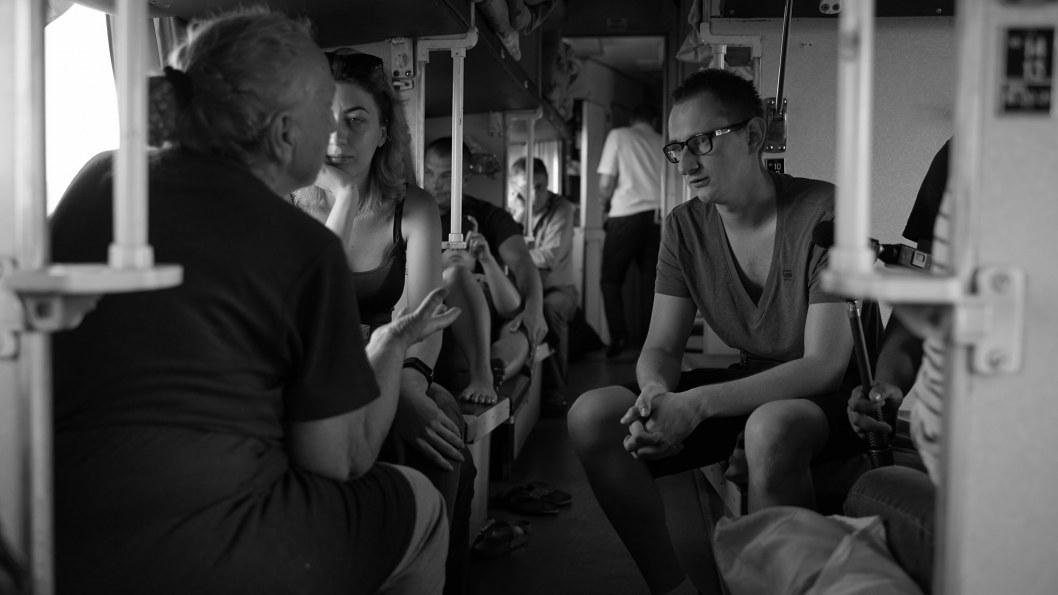 """Кому повезет: """"Укрзализныця"""" вернет деньги за билеты на отмененные поезда из-за угрозы коронавируса"""