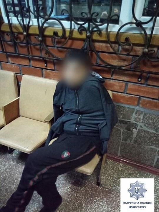 Под Днепром мужчина напал на женщину и порезал ей руки
