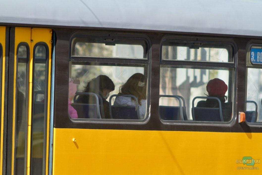 Гораздо больше людей появляются в общественных местах в защитных масках