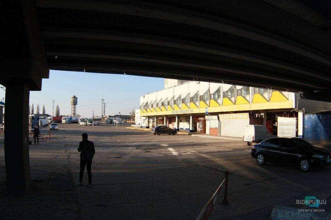 Поодинокие посетители автовокзала