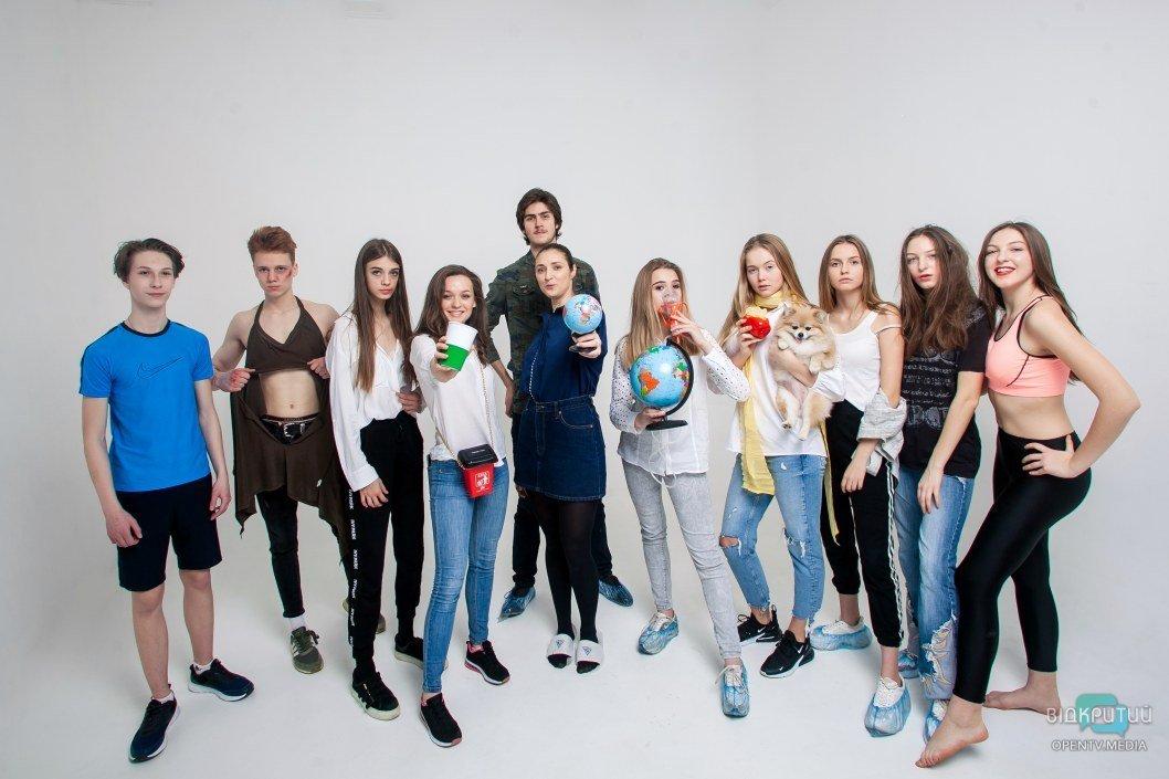 """Ученики модельной школы """"Фабрика ProFashion""""."""