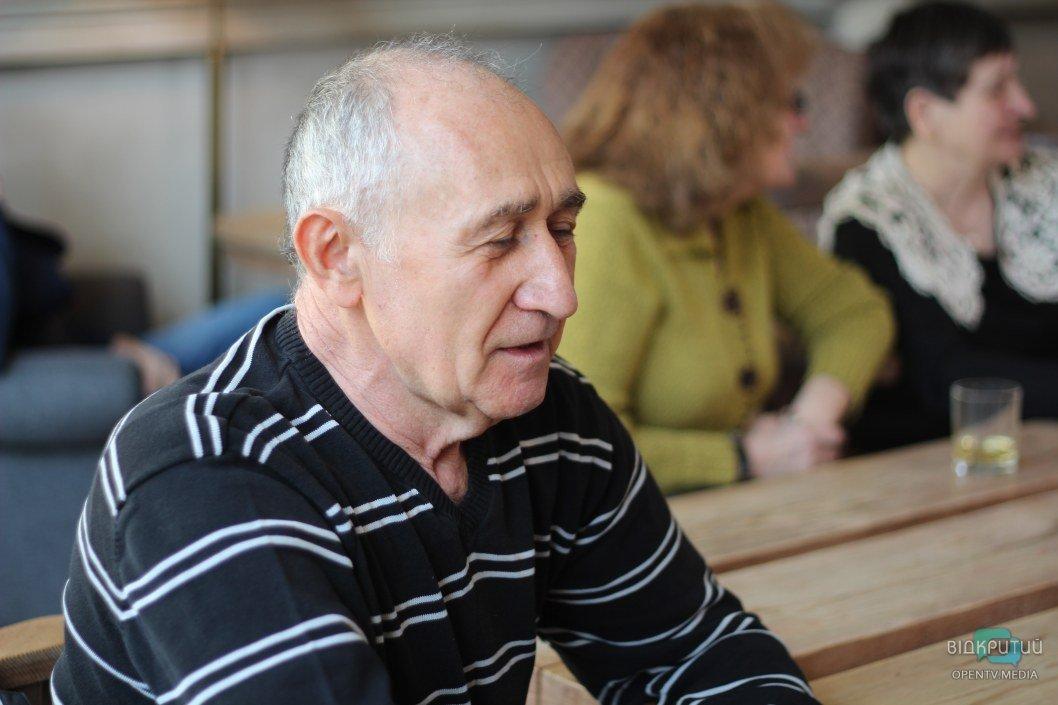 Неделя взрослого стажера: бабушки и дедушки Днепра стали бариста, флористом, хостес и pr-менеджером (ФОТО)