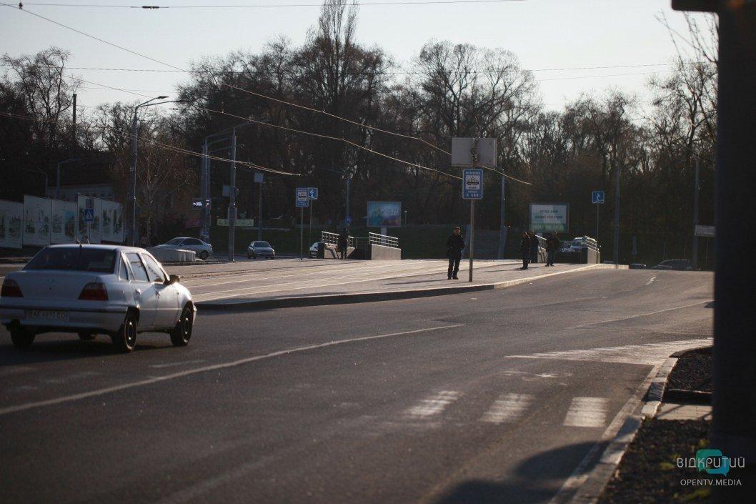Практически нет пешеходов в ранее оживленном районе