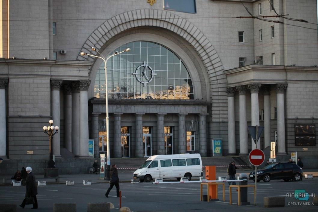 Непривычно видеть пустую Вокзальную площадь