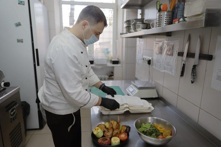 Лайфхаки от химчисток и кафе: что придумывают владельцы бизнеса в Днепре, чтобы выжить на карантине (ФОТО)