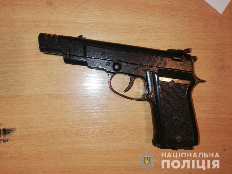 В Новомосковске мужчина выстрелил прохожему в лицо