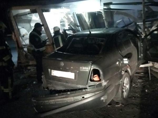 Влетел в мини-маркет: людей в крови вырезали из машины в результате ДТП под Днепром (ФОТО)