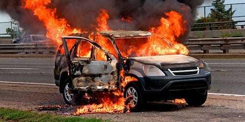 Комбо: 5 автомобилей сгорели из-за пожара на парковке на Днепропетровщине (ФОТО, ВИДЕО)