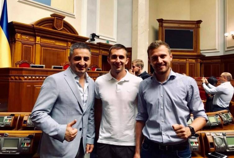 Как депутаты от Днепра голосовали за отставку премьера Гончарука