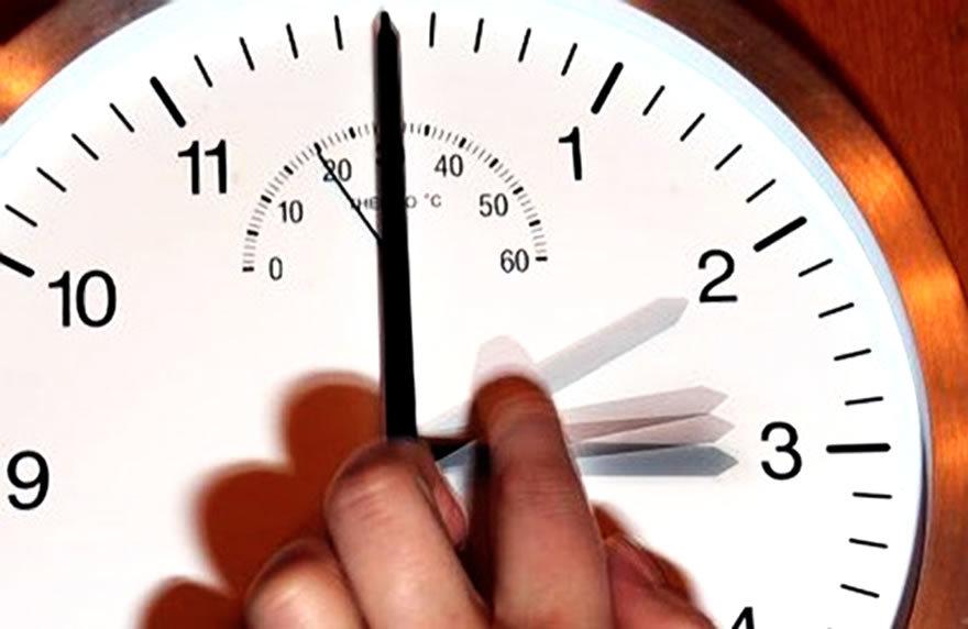 Минус час сна: когда переводить часы на летнее время 2020