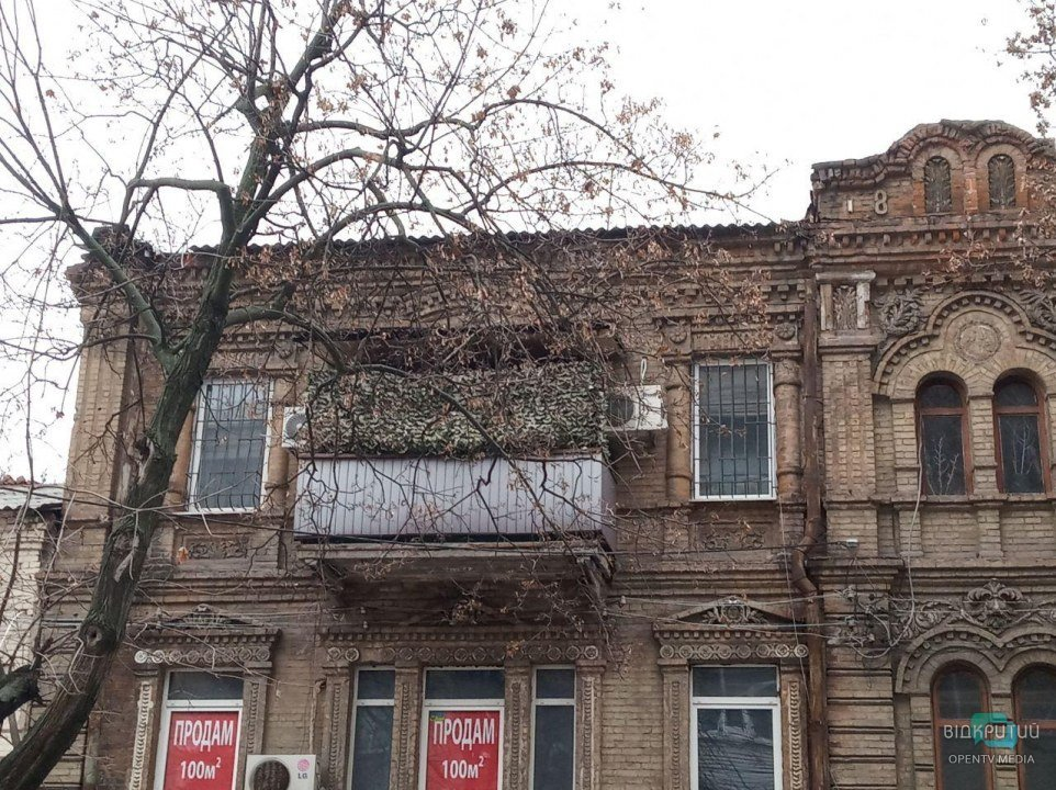 Бункер и царская веранда: 10 самых нелепых балконов в центре Днепра (ФОТО)